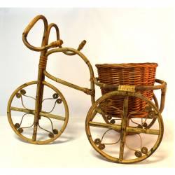 Triciclo de junco con macetero