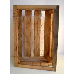 Estante madera y tela metálica