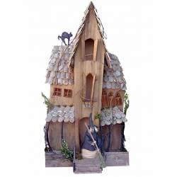Casa de palo gris sin luces