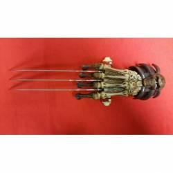 D14200 Mano de esqueleto con garras