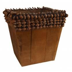 Florero madera marron y dientes de piña